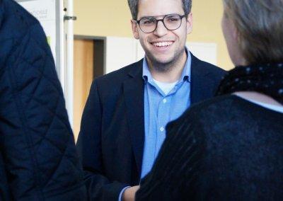 Der stellvertretende Schulleiter Simon Tewes informiert über die Oberstufe.