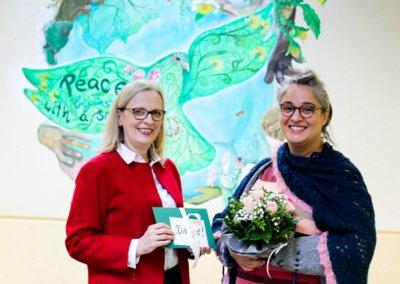 Frau Köhler-Thewes bedankt sich für das Wandgemälde.