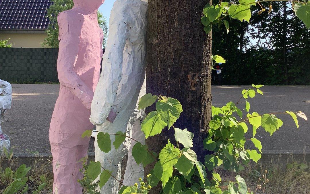 Menschen im Kontakt – figürliche Großplastiken der Kunst-Grund-Kurse der EF